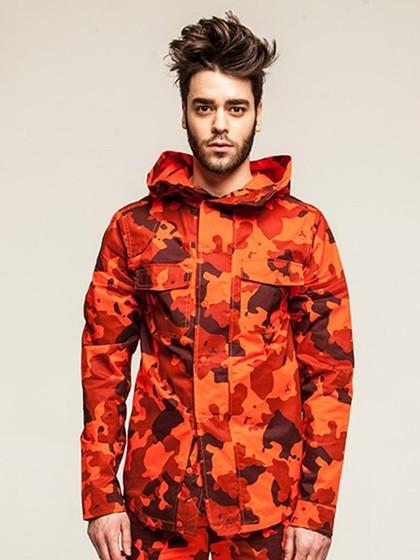 红色迷彩外套